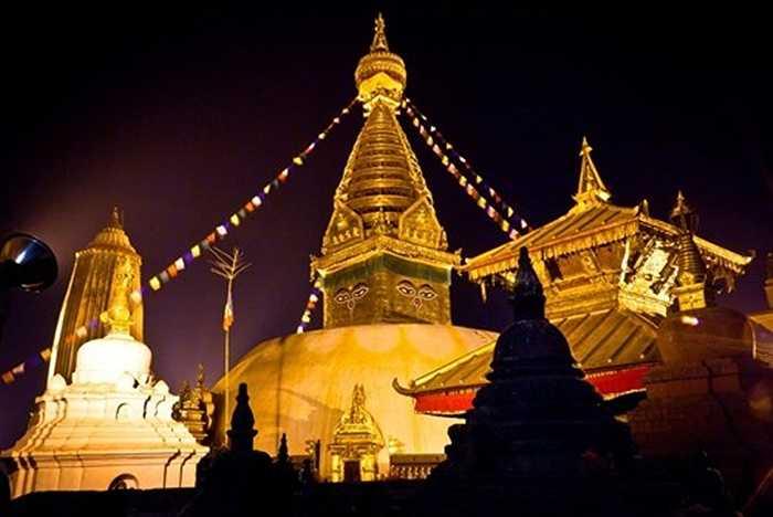Quần thể tháp Syambhunath có niên đại 1.500 năm và là một trong những công trình kiến trúc nổi tiếng 'hút khách' và linh thiêng nhất của Nepal.