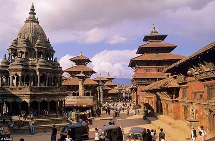 Quảng trường Patan Durbar - một trong ba quảng trường lớn của thành phố Kathmandu, cũng quy tụ khá nhiều kiến trúc đền thờ cổ kính.