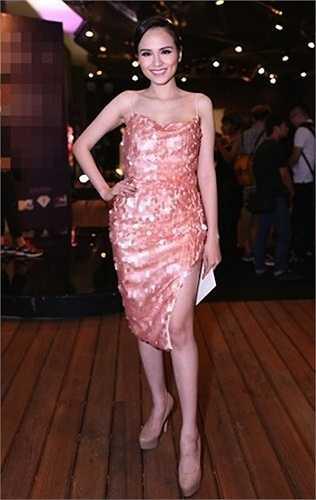 Hoa hậu Diễm Hương cũng khiến người khác ngạc nhiên khi nhanh chóng lấy lại vóc dáng sau sinh con.