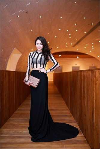 Sau khi giảm cân, người đẹp 'lột xác' thành một quý cô sexy và thời thượng nhất nhì showbiz Việt.