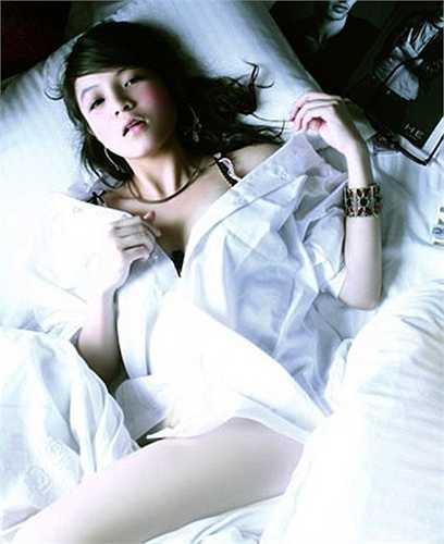 Huỳnh Minh Thuỷ từng là một cái tên sáng giá trong làng mẫu ảnh với hàng loạt những bộ ảnh sexy.