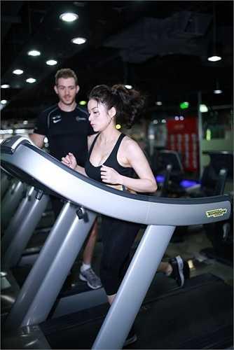 Vì thế, cô đã giảm nhiều cân để có vóc dáng mong muốn.