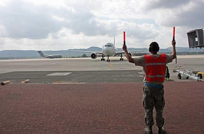 Mỗi năm có hàng chục nghìn lượt máy bay trung chuyển qua Ramstein