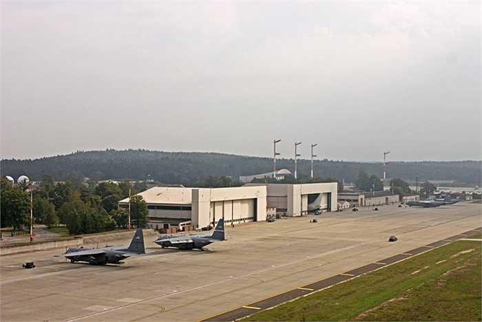 Ngoài ra, căn cứ Ramstein còn là nơi tập luyện quân sự của lực lượng Vệ binh Quốc gia