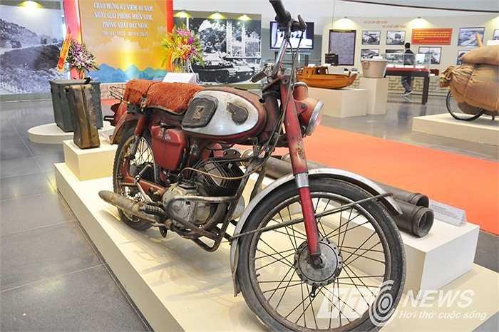 Chiếc xe mô tô Kawasaki phục vụ trong chiến dịch Hồ Chí Minh lịch sử 1975.