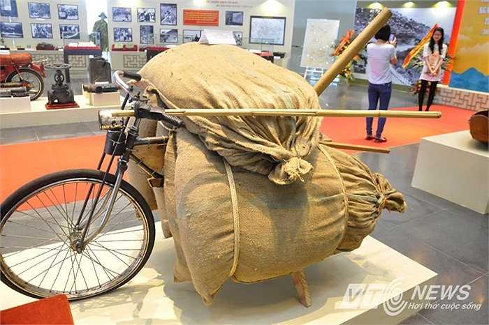 Ngoài ra, chiếc xe đạp thồ cũng được trưng bày tại triển lãm nhân dịp 30/4.