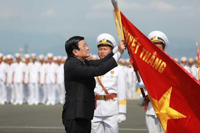 Chủ tịch nước Trương Tấn Sang trao danh hiệu  AHLLVTND cho Quân chủng Hải quân VN