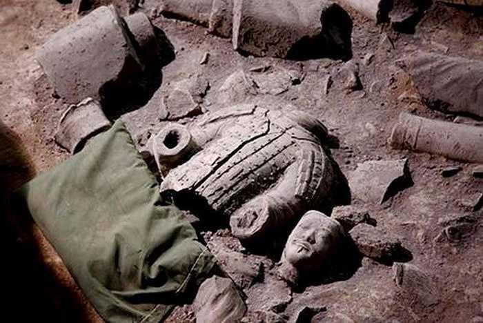 Các nhà khảo cổ học Trung Quốc vừa khởi động dự án khai quật thứ hai tại một hố mai táng phía tây bắc thành phố Tây An, nơi có một đội quân bằng đất nung canh giữ lăng mộ vị hoàng đế đầu tiên của Trung Hoa, Tần Thủy Hoàng.