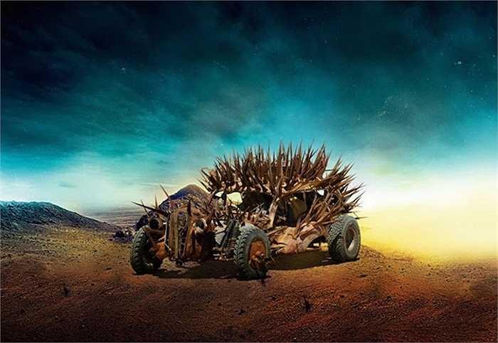 Không biết đoàn làm phim có dự định để nhân vật 'xấu số' nào rơi vào chiếc xe này từ trên cao?
