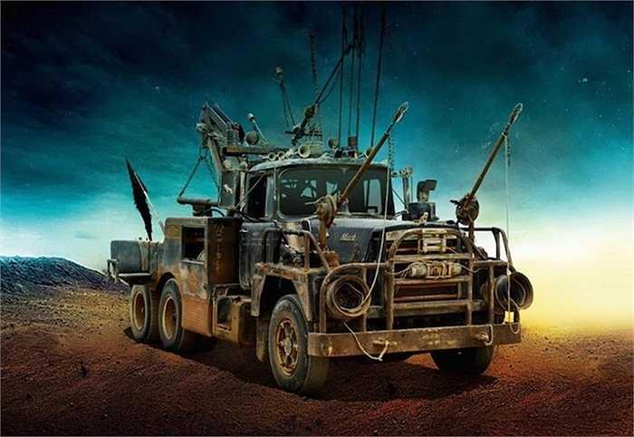 Một chiếc xe tải với dàn 'giáo mác' đầy vẻ đe doạ