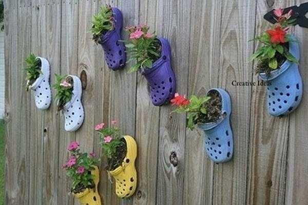 Thậm chí những đôi dép cũng có thể thiết kế thành vườn rau, vườn hoa rực rỡ màu sắc. Nhìn khu vườn từ những đôi dép của chị Vũ Ngọc Hà My ở Ngọc Khánh (Ba Đình) nhiều người không khỏi ngỡ ngàng thích thú. Ảnh: Vietnamnet.