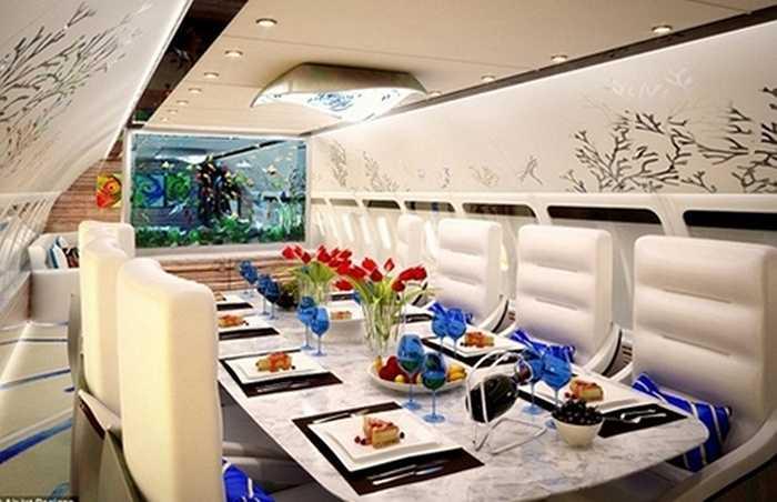 Phòng ăn cũng được lát đá cẩm thạch, các vật dụng như ly, dao, chén, muỗng, nĩa… đều là vật dụng cao cấp trên thế giới.
