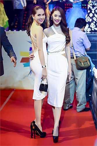 Xuất hiện trên thảm đỏ Festival Model Awards 2015, Ngọc Trinh thu hút mọi ánh nhìn khi diện trang phục bó sát khoe làn da trắng nõn nà.