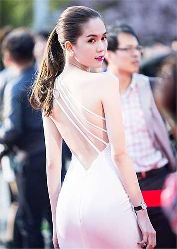 Ngọc Trinh sang Hàn Quốc lần này để nhận giải thưởng 'Nữ hoàng bikini'.