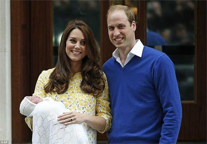Nữ công nương xứ Cambridge đã hạ sinh an toàn công chúa nhỏ vào hồi 8h34 phút sáng ngày 2/5. Công chúa nặng 3,7kg.