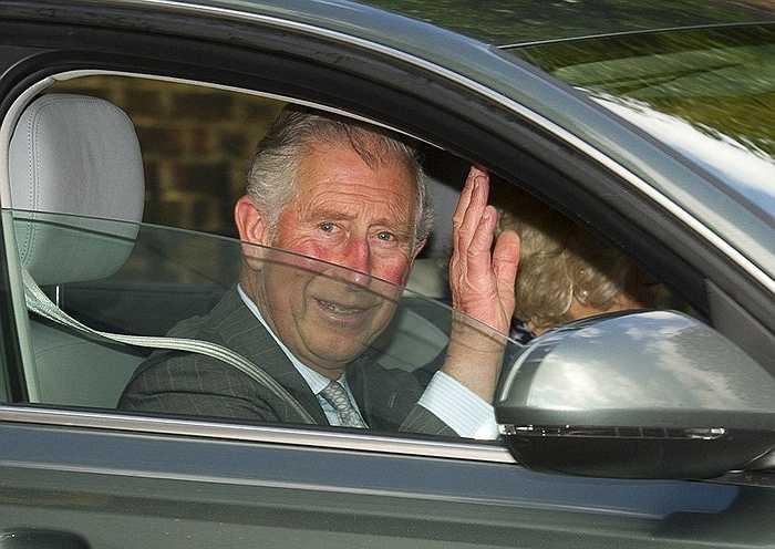 Thái tử Charles vui mừng ra mặt khi ông đang trên đường đến thăm cháu gái mới chào đời