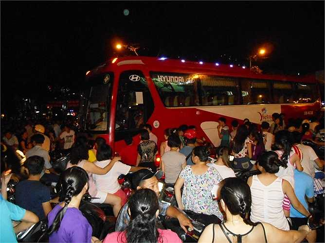 Xe khách bị ách giữa đường