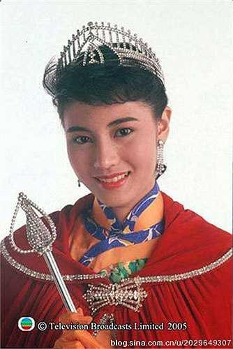 Lý Gia Hân giành chiếc vương miện Hoa hậu Hong Kong 1988 khi vừa tròn 18 tuổi. Sau đó, cô tham gia đóng phim và gặt hái được nhiều thành tựu. Cho tới nay, Lý Gia Hân vẫn được coi là 'hoa hậu đẹp nhất trong các Hoa hậu Hong Kong'.