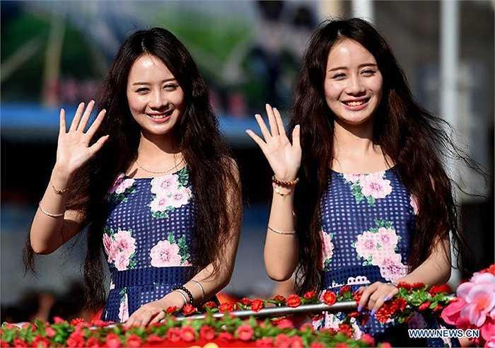 'Lễ hội song sinh' tại Vân Nam, Trung Quốc đã thu hút sự tham gia của rất nhiều cặp sinh đôi đến từ nhiều quốc gia khác nhau