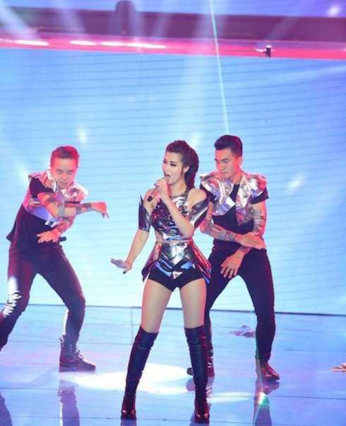 Đông Nhi đem hit 'Bad boy' trở lại sân khấu The Remix.