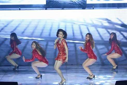 Hoàng Thuỳ Linh khoe vũ đạo sexy với 'Just you'.