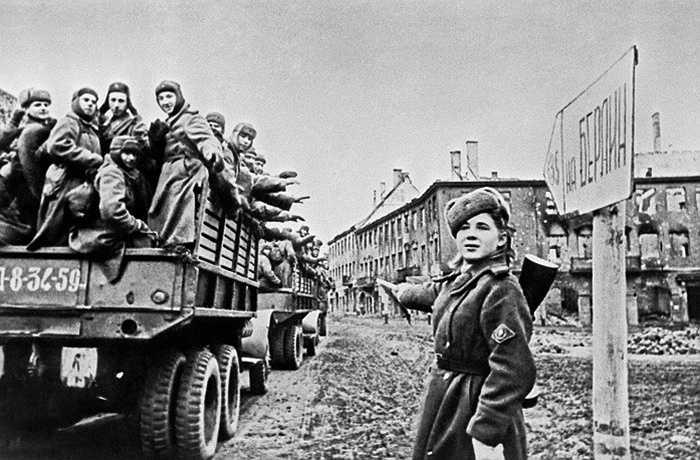 Quân đội Liên Xô di chuyển vào Berlin