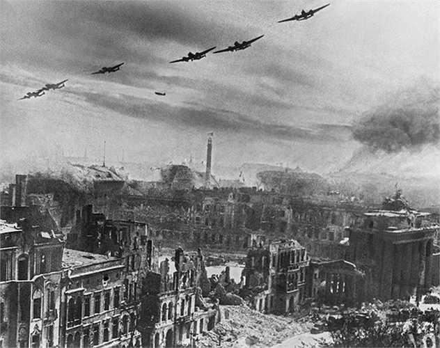 Máy bay ném bom Liên Xô tham gia trận đánh trong Berlin