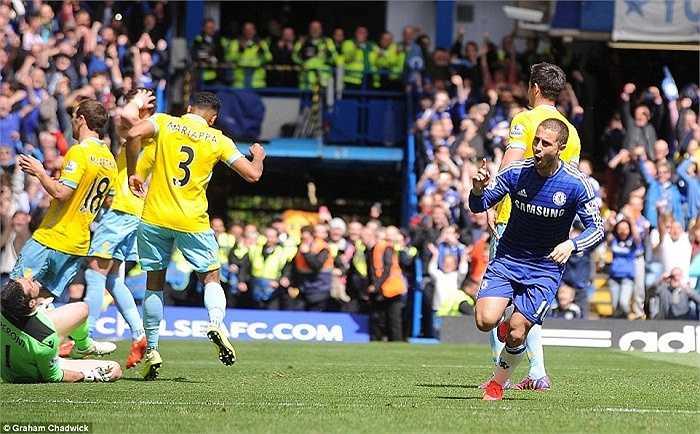 Quả phạt đền giúp Chelsea thắng 1-0 và giành chức vô địch sớm 3 vòng đấu