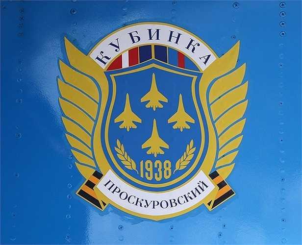 Ra đời từ năm 1938, phi đội bay Hiệp sỹ Nga là một trong những đội bay trình diễn đẳng cấp thế giới, với biểu trưng này xuất hiện ở những nơi mà đội bay từng biểu diễn.