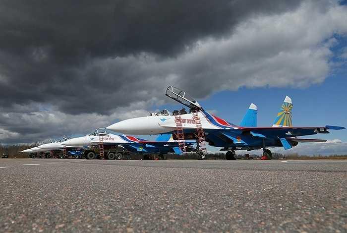 Năm 2013, phi đội biểu diễn Hiệp sĩ Nga gồm 5 chiếc tiêm kích và một máy bay tiếp dầu đã quá cảnh tại sân bay quốc tế Nội Bài (Hà Nội) để nghỉ ngơi và tiếp nhiên liệu sau chuyến biểu diễn tại triển lãm hàng không quốc tế ở Malaysia.