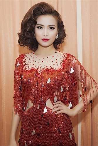 Trong đêm Gala chung kết diễn ra vào tối 3/5, Hoàng Thùy Linh lại bất ngờ xuất hiện với vai trò ca sỹ khách mời.