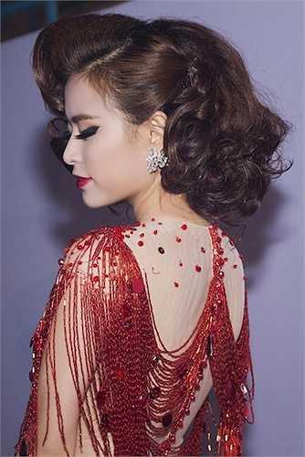 Hoàng Thuỳ Linh ngày càng vững vàng với phong cách sexy, đầy quyến rũ.