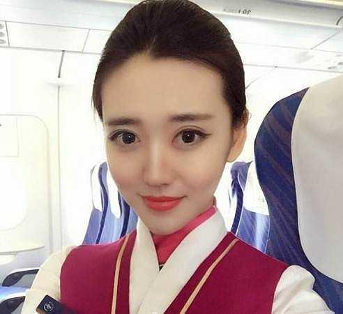 Zoe Yao hiện đang làm tiếp viên cho hãng hàng không Phương Nam, Trung Quốc.