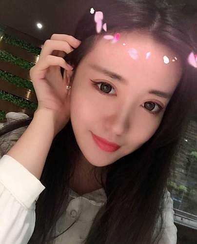 Trong cả hai tạo hình khi làm việc và lúc đời thường, Zoe Yao đều vô cùng quyến rũ.