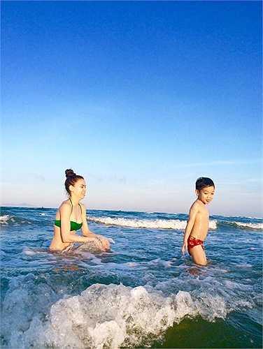 Hồ Ngọc Hà sở hữu vóc dáng thon gọn sau khi sinh bé Subeo.