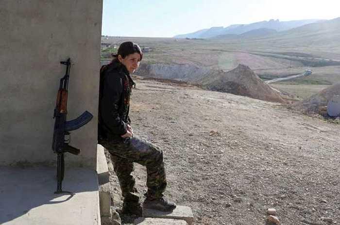 Vẻ đẹp rắn rỏi của nữ chiến binh người Kurd