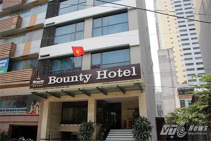 Khách sạn này khá nhỏ và không phục vụ đồ ăn.