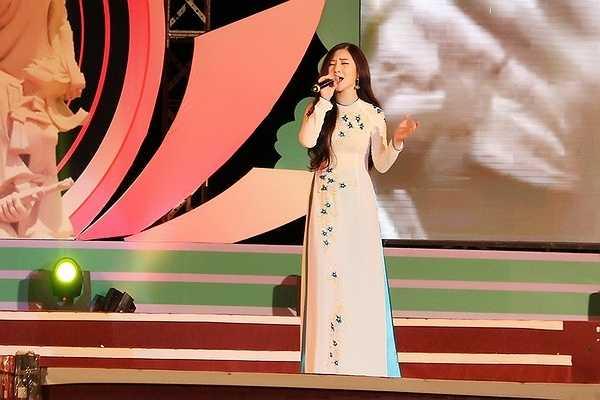 Hiện tại, Hương Tràm đang chuẩn bị cho ra mắt hai bài hát ballad được hợp tác cùng nhạc sỹ Mr Siro và Khắc Việt.