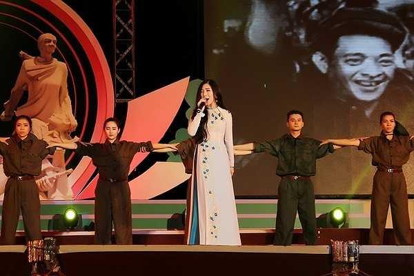 Sau thành công của MV nhạc dance có tên 'I'm Still loving you' Hương Tràm cho biết khán giả cũng đã quen dần với một Hương Tràm sexy, bốc lửa trên sân khấu.