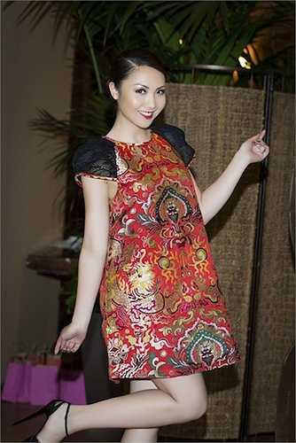 Sở hữu nhan sắc thuần Việt, Jennifer rất hợp với những thiết kế mang hơi thở Á Đông.