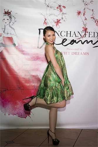Trong kỳ nghỉ hè sắp tới, cô sẽ làm khách mời danh dự trong show diễn của nhà thiết kế Hoàng Hải vào tháng 6 tại việt nam.