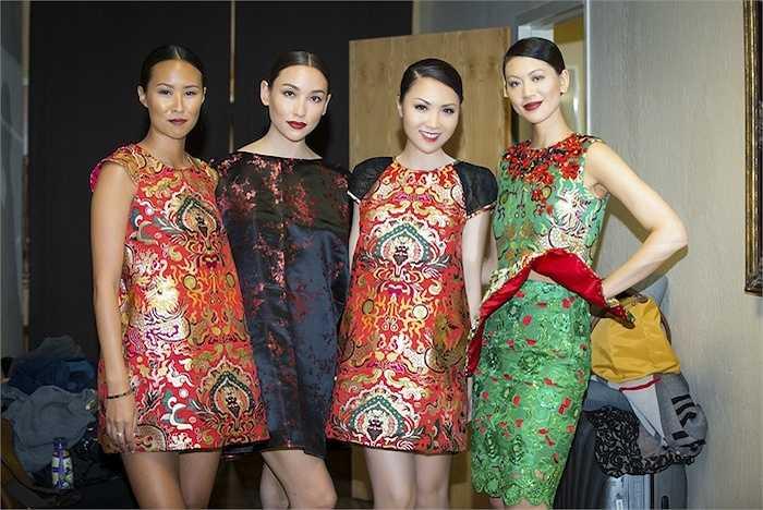 Sau đó, cô lại diện những trang phục gấm nổi bật của NTK Thuỷ Nguyễn.