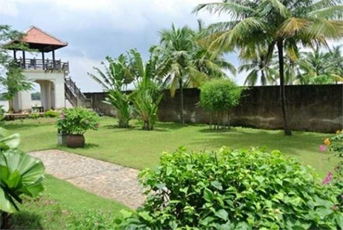 Một góc sân vườn tuyệt đẹp trong khuôn viên nhà Á hậu Thu Hương.