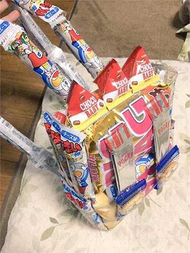 Phong trào này cũng tạo nên làn sóng thi nhau tự chế ba lô quà vặt trong giới trẻ Nhật Bản. Các học sinh tích trữ quà bánh ở nhà, sau đó dùng băng dính, dập ghim ghép chúng lại thành ba lô mang đi học.
