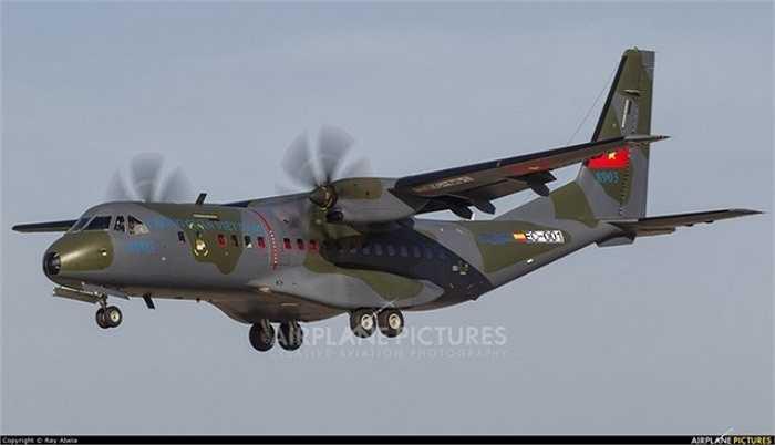 Hình ảnh được nhiếp ảnh gia Mark Paul Brockdorff chia sẻ trên Airplane-pictures.net cho thấy, hôm 29/4, chiếc C-295M cuối cùng của Không quân Việt Nam đã thực hiện chặng dừng chân đầu tiên tại hàng không Malta trong hành trình bay về Việt Nam.