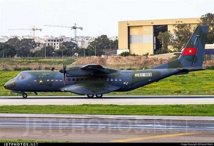 Hai máy bay C-295M trước đó đã được Việt Nam tiếp nhận mang số hiệu 8902 EC-003 (chiếc thứ hai).