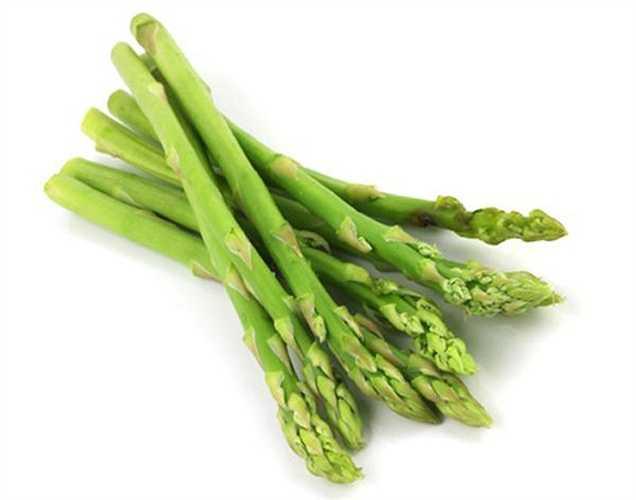 Măng tây: là thực phẩm dùng để điều trị vô sinh thời xưa, nó giúp tăng số lượng tinh trùng. Măng tây có chứa Vitamin C, giúp tăng khả năng sống của tinh trùng và tính linh hoạt.