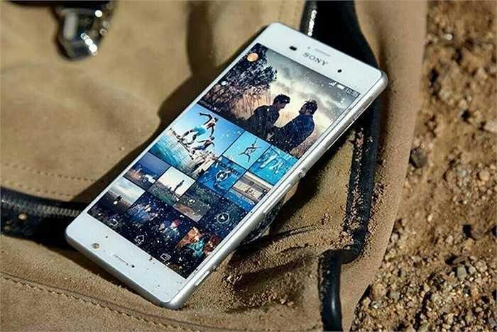 Sony Xperia Z3 (pin: 9 tiếng 29 phút - sạc: 3 giờ 55 phút)    Cùng với Xperia Z3 Compact, Z3 là những chiếc Xperia cao cấp có thời gian dùng pin tốt nhất của Sony hiện giờ. Viên pin dung lượng 3.100 mAh giúp cho Z3 hoạt động lâu, dù vậy, điểm yếu là nó tốn nhiều thời gian sạc pin. Smartphone cao cấp của Sony hiện có giá chính hãng gần 15 triệu đồng nhưng ở thị trường xách tay giá chỉ bằng một nửa.