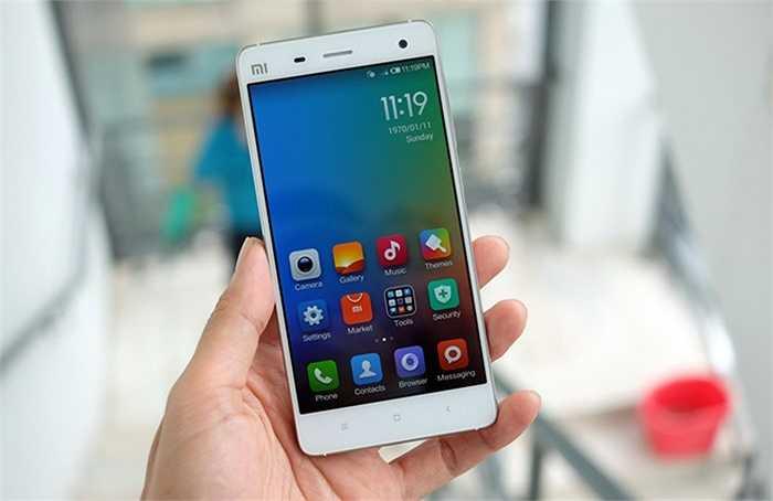 Xiaomi Mi4 (pin: 8 tiếng 32 phút - sạc: 2 giờ 6 phút)     Không chỉ rẻ, Xiaomi Mi4 còn là một smartphone Android mạnh và tốt. Ngay cả thời gian dùng và sạc pin của model này cũng nằm trong nhóm những sản phẩm tốt nhất. Có giá chỉ hơn 6 triệu đồng ở Việt Nam, Mi4 được Xiaomi trang bị màn hình Full HD hiển thị đẹp, dáng mỏng, cấu hình mạnh với chip Snapdragon 801 kèm viên pin hơn 3.000 mAh.