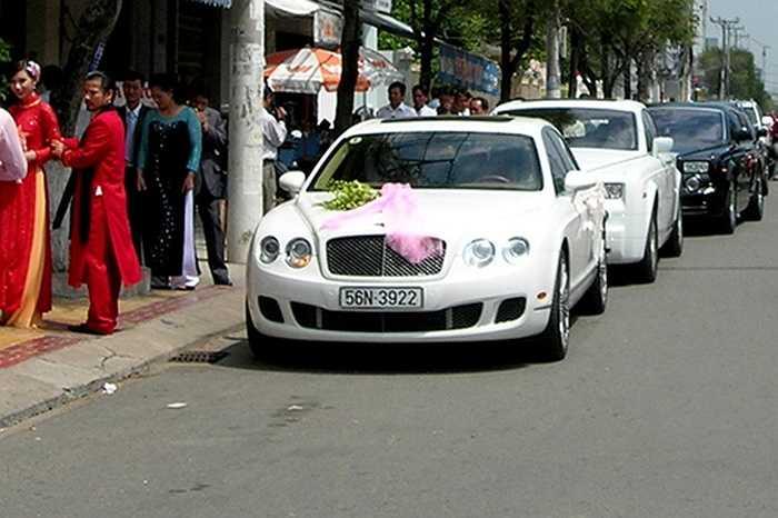 Nhờ gia thế giàu có, gia đình chồng MC Quỳnh Chi đưa cả dàn siêu xe đắt tiền đi rước dâu.